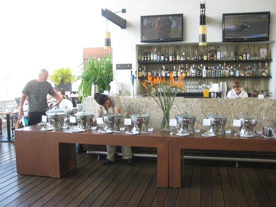 Marival Residences Luxury Resort Nuevo Vallarta : Breakfast buffet at Insu Sky Bar lounge
