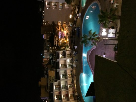 TRH Magaluf: The pool at night