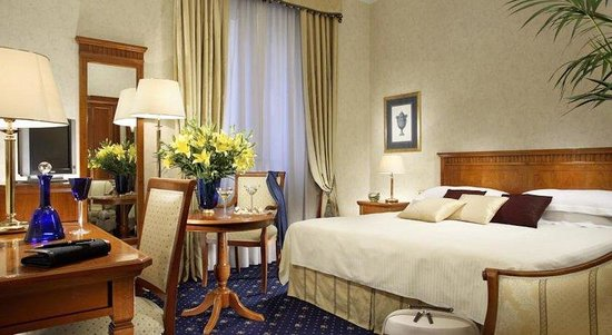 Empire Palace Hotel: Guest Room