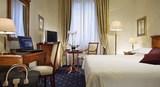 Empire Palace Hotel: Room