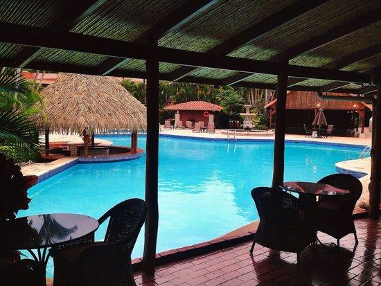 DoubleTree by Hilton Hotel Cariari San Jose: Pool-side