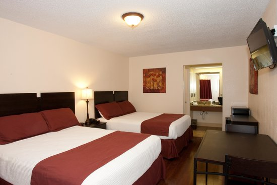 Southern Oaks Inn: Two Queen Bed Room