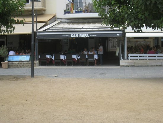 Can Rafa: It's all outdoor seating!