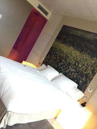Hotel Viura: Super comfy bed. SUPER. COMFY.