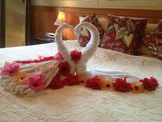 The Inn at Mama's Fish House: Anniversary Towel Swans