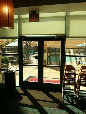Residence Inn Las Vegas Hughes Center : The easy exit to outside