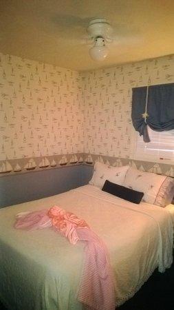 Snug Harbor Inn: Bedroom #2 (smaller of the two)