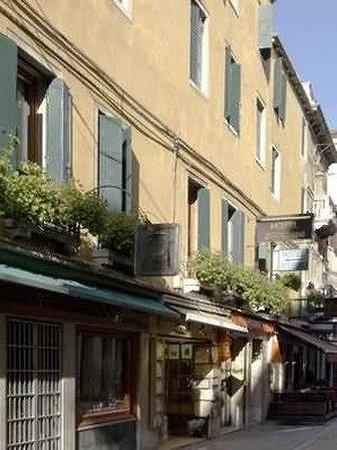 Hotel Antica Casa Carettoni : Exterior