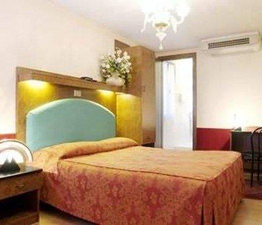 Hotel Antica Casa Carettoni : Guest Room