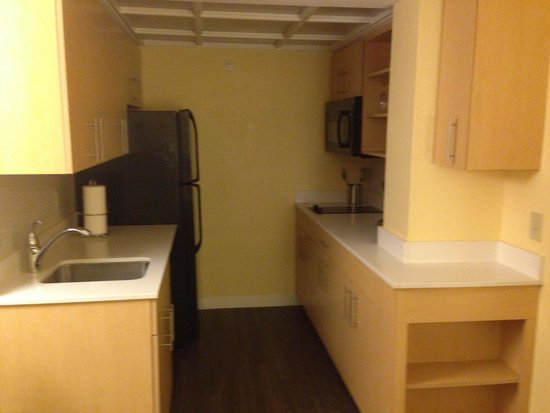 Sonesta ES Suites Orlando: Spacious kitchen with all equipments