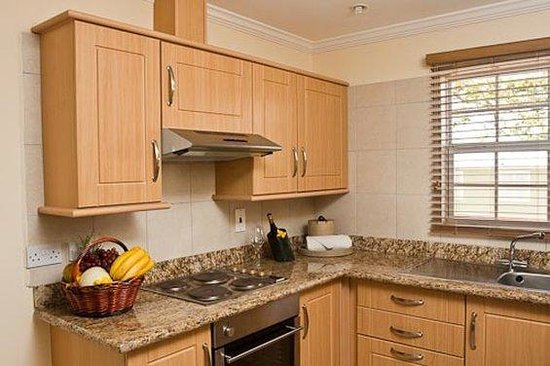 Bay Gardens Beach Resort: Kitchen in Suite