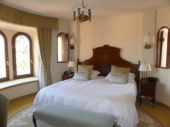 Castillo Hotel Son Vida, a Luxury Collection Hotel : bedroom in tower