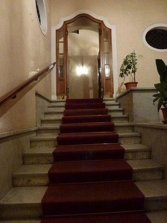 B&B Rome Charming House: red carpet treatment!