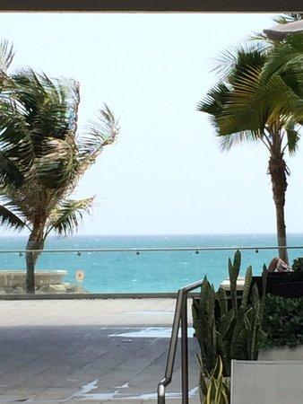 La Concha Renaissance San Juan Resort: Near the pool