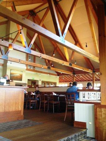Marshside Restaurant: Inside looking up toward the main dining room