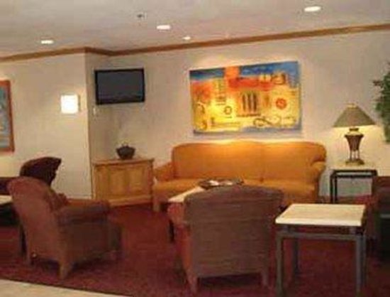 Microtel Inn and Suites Chihuahua: Lobby
