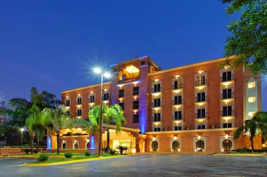 Holiday Inn Express Galerias San Jeronimo: Hotel Exterior