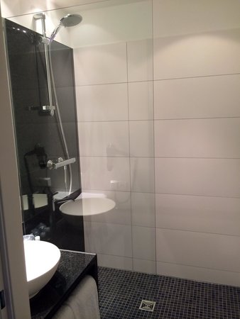 Motel One: Salle de bain
