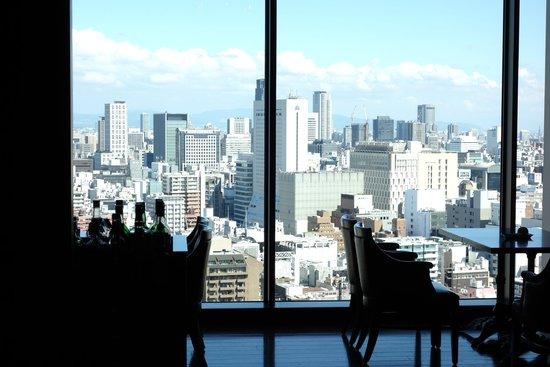 Hotel Monterey Grasmere Osaka: 飯店餐廳外的景色