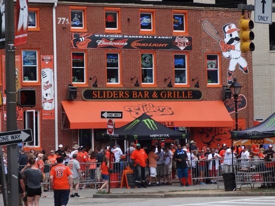 Oriole Park at Camden Yards : Sliders Bar & Grille