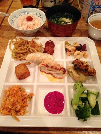 Okinawa Saien Buffet Karakara, Ashibinaa