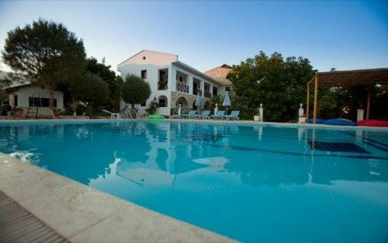 LeaMira Hotel: piscina