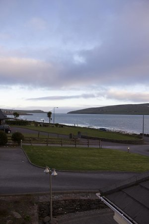 Heaton's Guesthouse: Dingle Bay view