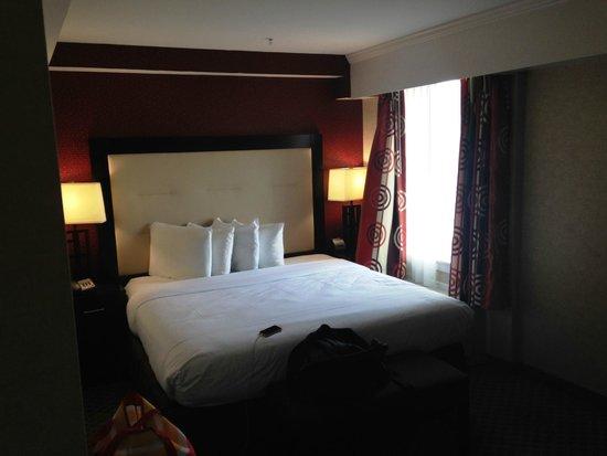 Hotel Zero Degrees: Bed