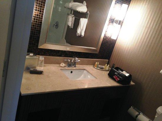 Hotel Zero Degrees: Bathroom. Very nice!