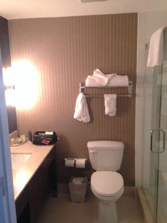 Hotel Zero Degrees: Bathroom