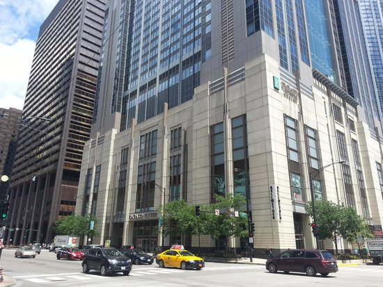 Embassy Suites by Hilton Chicago Downtown Magnificent Mile : Hotel Daytime