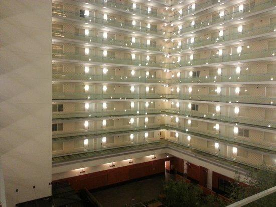 Embassy Suites by Hilton Chicago Downtown Magnificent Mile: Atrium