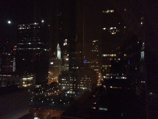 Embassy Suites by Hilton Chicago Downtown Magnificent Mile: Nighttime View from My Window