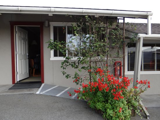 Surf Motel and Gardens : Our front door