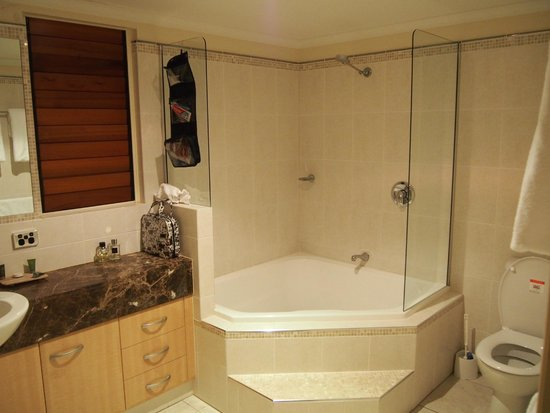 Paradise Links Resort Port Douglas: Shower very clean and spacious