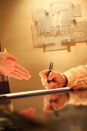 Holiday Inn Central Plaza: Reception