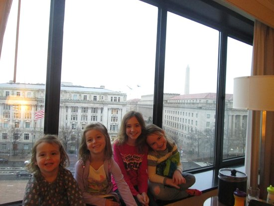 JW Marriott Washington, DC: View from our room (Washington Monument in background)