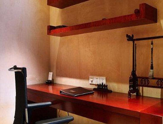 Howard Johnson Plaza Lingang Shanghai: Suite