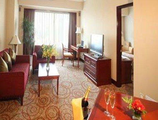Howard Johnson Plaza Hotel Shanghai: Executive King Suite