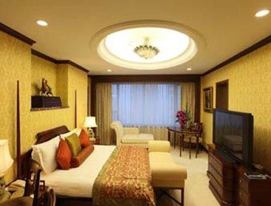 Howard Johnson Plaza Hotel Shanghai: Club King Suite