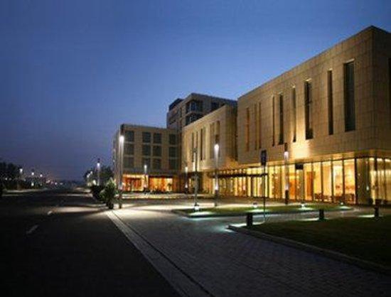 Howard Johnson Plaza Lingang Shanghai: Exterior