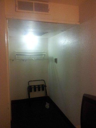 Budget Inn : Room view