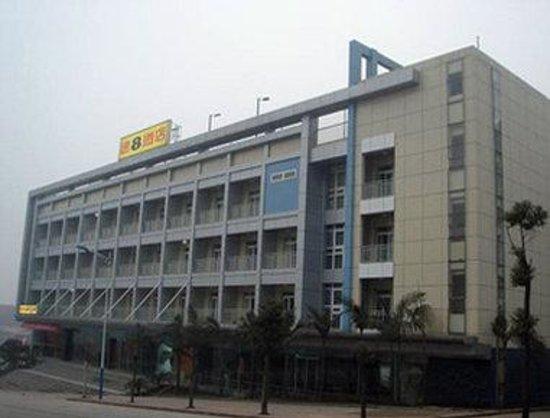 Super 8 Yibin LU Neng