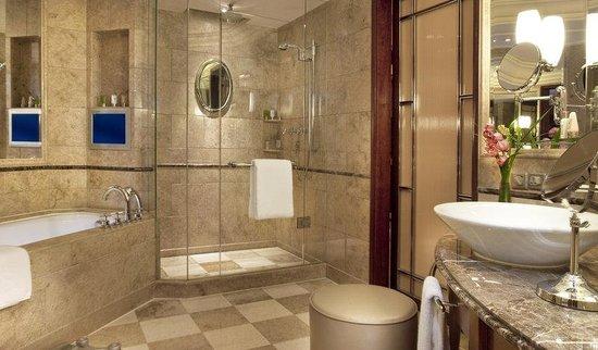 The Hongta Hotel, A Luxury Collection Hotel, Shanghai : Spacious Bathroom
