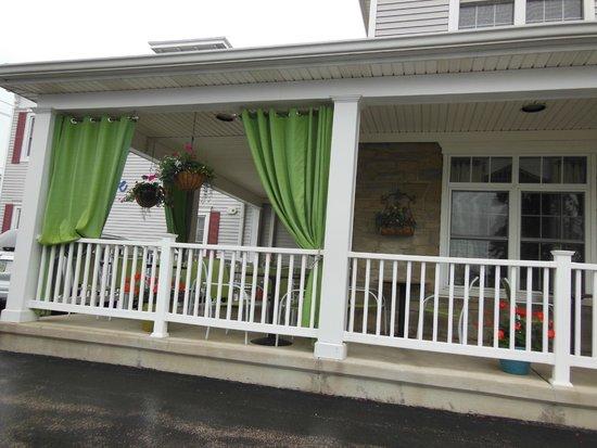 Best Western Plus Lawnfield Inn & Suites: Front Porch