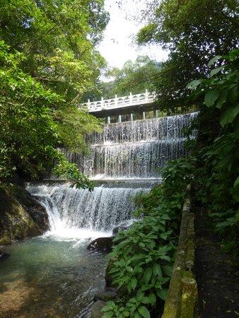 Wulai Falls: waterfall source at dam