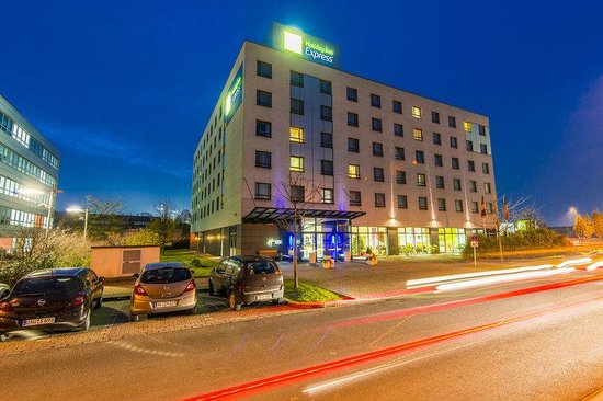 Holiday Inn Express Düsseldorf - City North: Warm welcome to Holiday Inn Express Duesseldorf City North