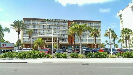 DreamView Beachfront Hotel & Resort : Front of building