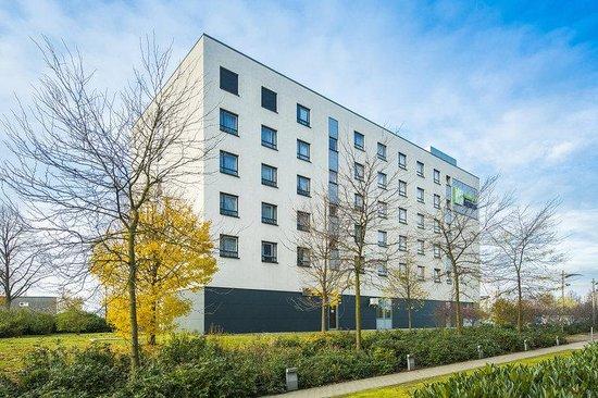 Holiday Inn Express Düsseldorf - City North: Enjoy the green surroundings around the hotel
