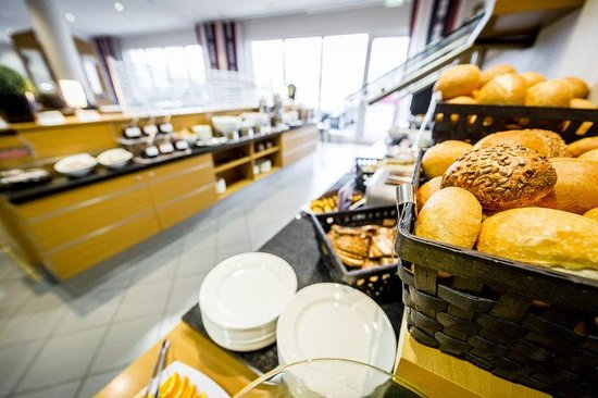 Holiday Inn Express Koln-Mulheim : Wake up to delicious warm pastries